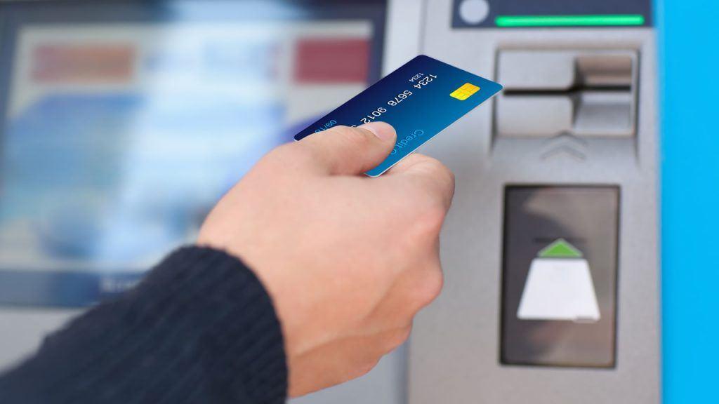 cajero automático se traga la tarjeta de crédito